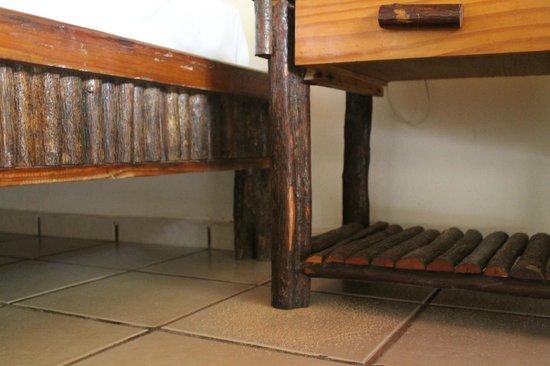 Hotel Maya Inn: All wood furniture