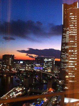 Minato Mirai 21: 夕暮れ時