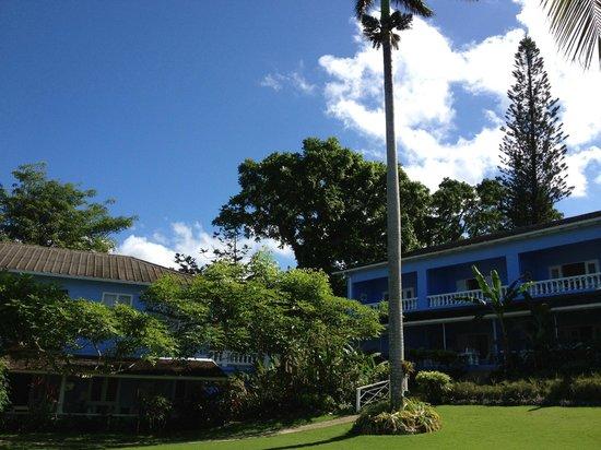 Jamaica Inn: Vista al Hotel desde playa