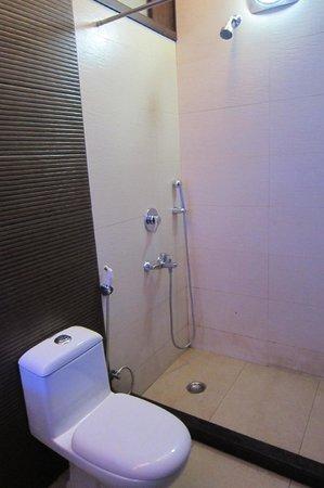 Beyond Hotel: bathroom
