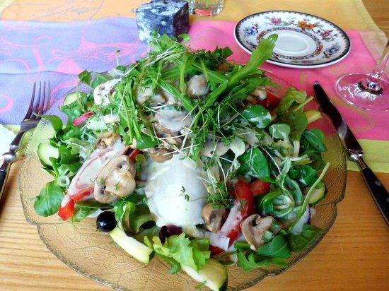 Zum Bahnhof: mein Salat