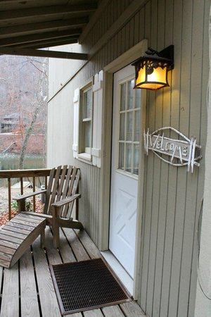 Lake Lucerne Resort: Front Porch
