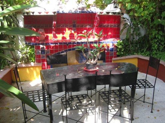 La Terraza Inn: Outside patrio/terrace