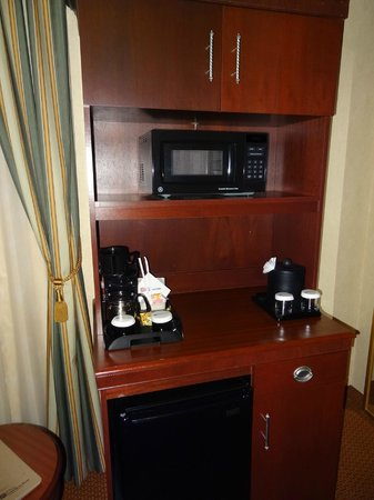 Hilton Garden Inn Indianapolis Downtown: Mini bar e microonde