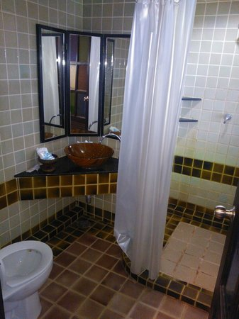 WangBurapa Grand Hotel: Bathroom
