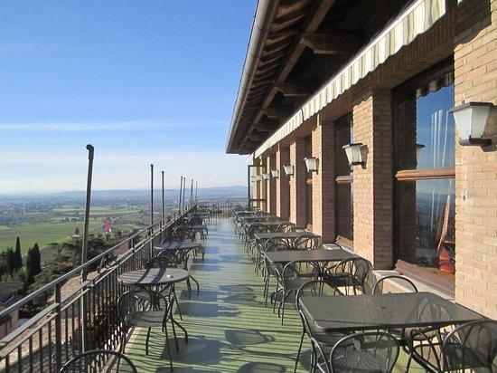 Hotel Giotto Assisi: sala bar esterno 