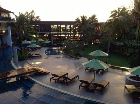 Holiday Inn Krabi Ao Nang Beach: pool after a rain shower