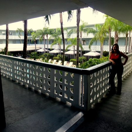 Ramada Fort Lauderdale Oakland Park : 2nd floor balcony