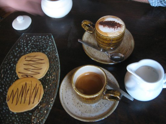 Cafe and cookies at Cicciolina!