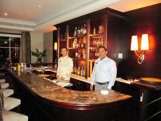 The Westin Dubai Mina Seyahi Beach Resort & Marina: Die Bar in der Executive Lounge