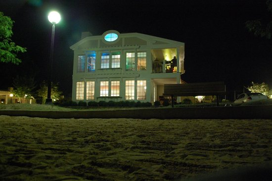 The Inn at Herrington Harbour: Exterior or the 2 suites at night