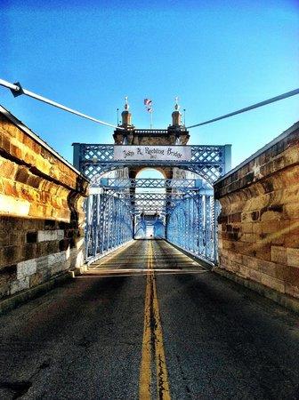 Roebling Suspension Bridge : Take the time to cross the bridge