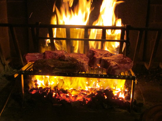 Restaurant 1789 : Steaks being cooked ~