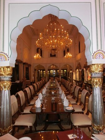 The Raj Palace Grand Heritage Hotel: Dinner