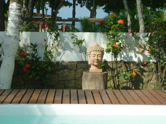 Pousada Praia do Guaiuba: Gardens