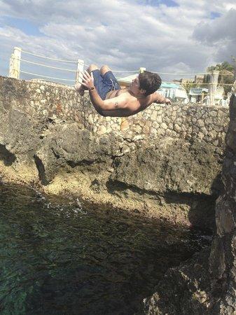 Samsara Cliffs Resort : doing a flip from one of the cliffs