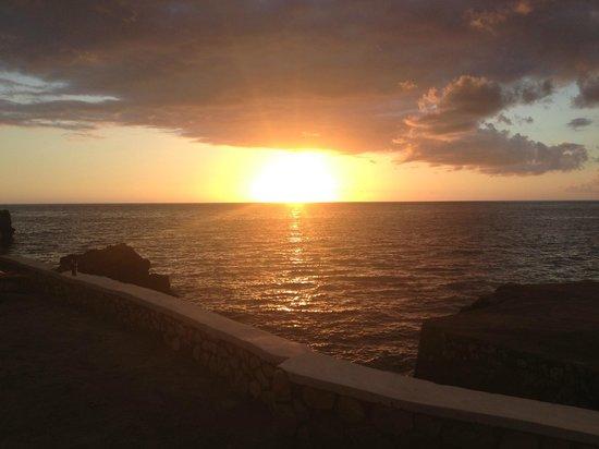 Samsara Cliffs Resort : Sunset from one of the cliffs - amazing