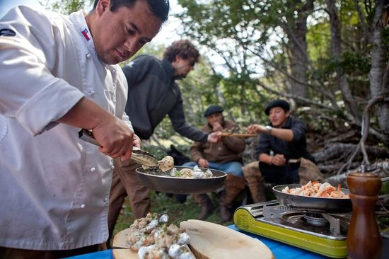 Patagonia Sur Reserves - Valle California: Personal chefs bring meals with you on excursion