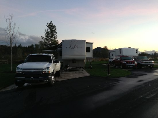 Jackson Rancheria RV Park : Our friends and I camping , what a beautiful view we had :)