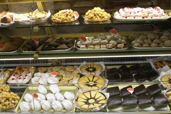 Excelsior Dessert Pasticceria De Luca : Pastry Shop