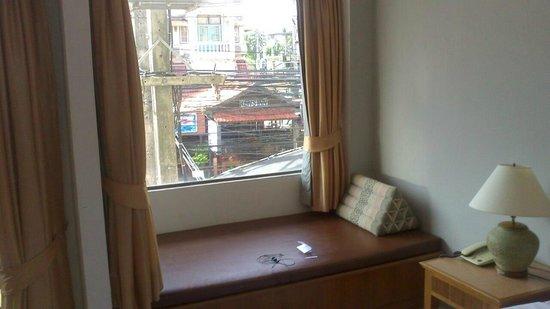 Baan Phil Guesthouse: room