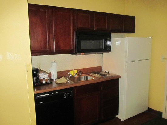 Hampton Inn & Suites Convention Center: Kitchen