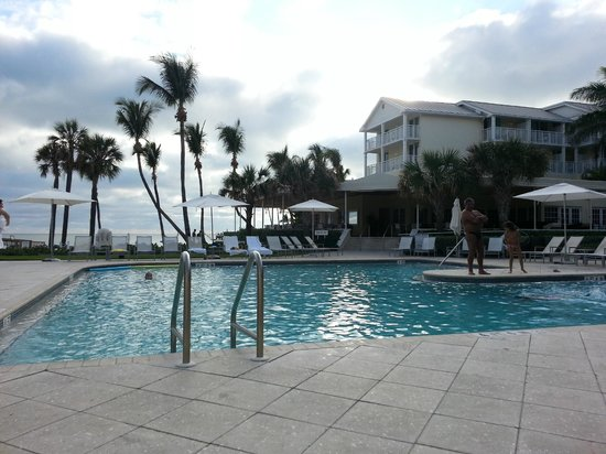 The Reach, A Waldorf Astoria Resort: Chillin' by the pool