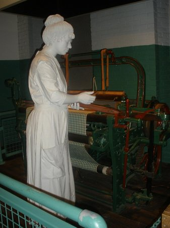 "Lowell National Historical Park : ""Girl"" at work."