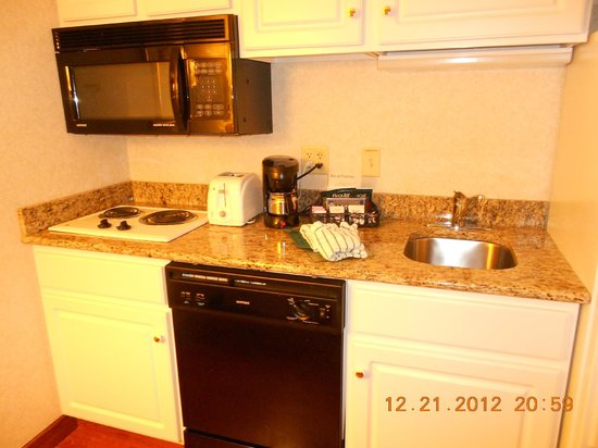 Homewood Suites by Hilton Harrisburg-West Hershey Area: Fully stocked with dishes!