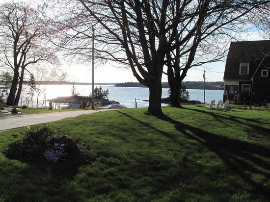 Harpswell Inn: View of the Middle Bay from the front of the Inn