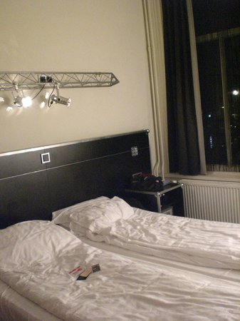 BackStage Hotel Amsterdam: Bed!