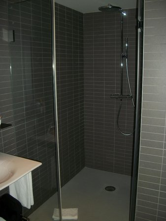 Douche l 39 italienne picture of vincci bit barcelona tripadvisor for Photo douche italienne
