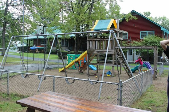 Mountain View Cottages: Kids spent hours and hours playing here