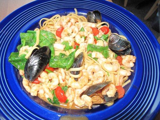 Dolphin Marina & Restaurant: Maine Shrimp Saute with mussels...YUM