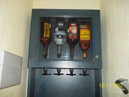 Hotel Riu Cancun: Bebidas no quarto à vontade