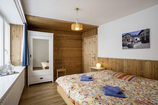 B&B Bun di Scuol: Doppelzimmer mit Lavabo