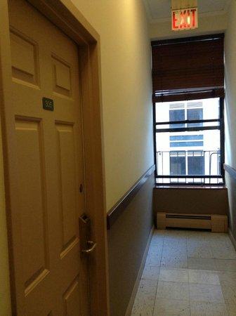 Americana Inn: room