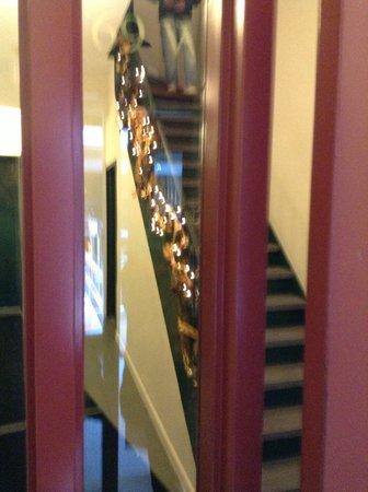 Americana Inn: door