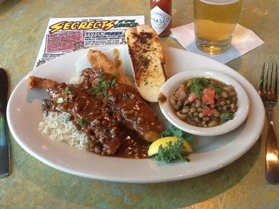 Razzoo's Cajun Cafe: superb Pecan Catfish!