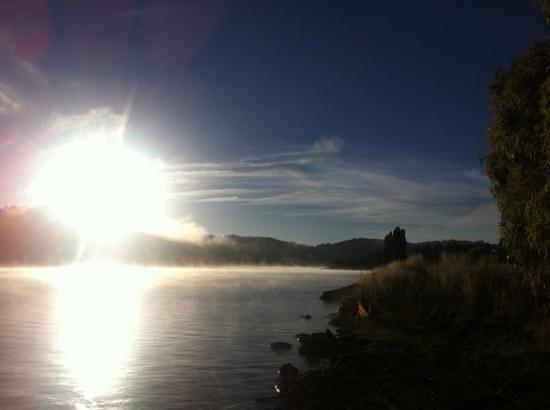 Lake Jindabyne Hotel: Aussicht am Morgen, man wird von der Sonne geweckt, sehr schön