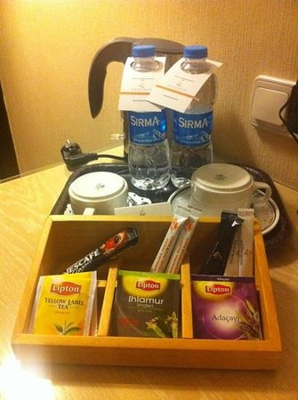 Kalyon Hotel Istanbul: complimentary coffee, tea and bottled water