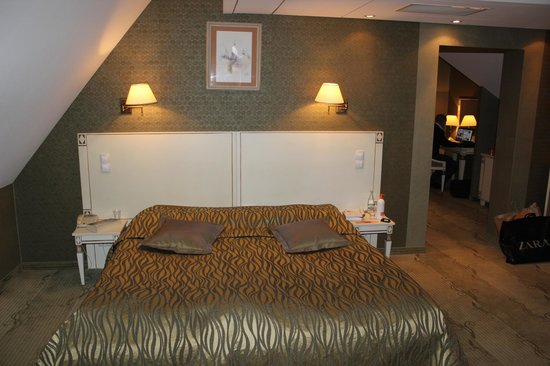Wawel Hotel: Good bed and a lot of sitting space in a big room