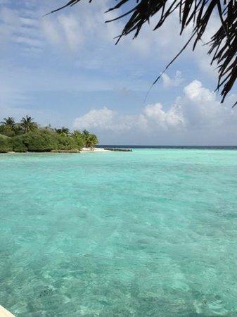 Eriyadu Island Resort: beach view 