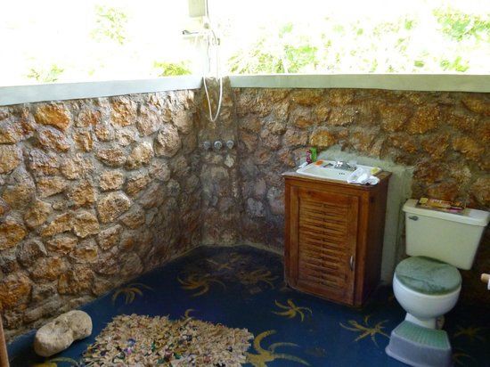 Jackie's on the Reef: Cottage bathroom