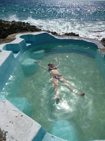 Jackie's on the Reef: Saltwater pool is picturesque, but too small to swim in.