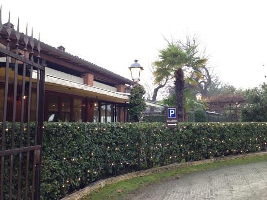 Locanda Gallehus: il sontuoso ingresso al parco e ristorante
