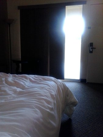 Carefree Resort & Conference Center: Getting some light in the room