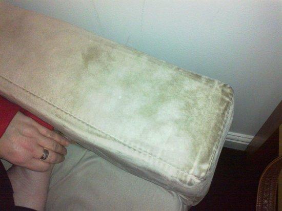 Apex Grassmarket Hotel: Dirty Armchair in room