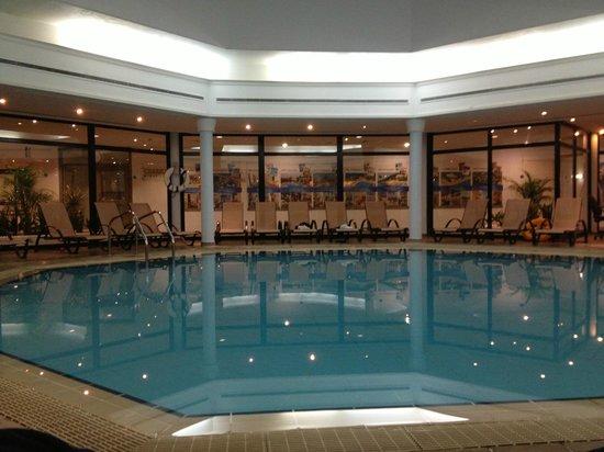 Louis Phaethon Beach: Indoor pool