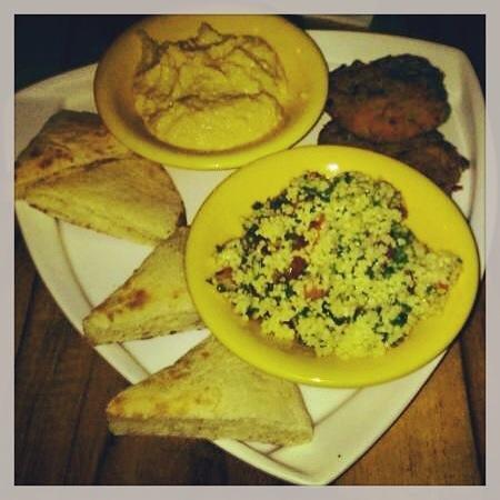 Hotel Banana Azul: Falafel, hummus and pita